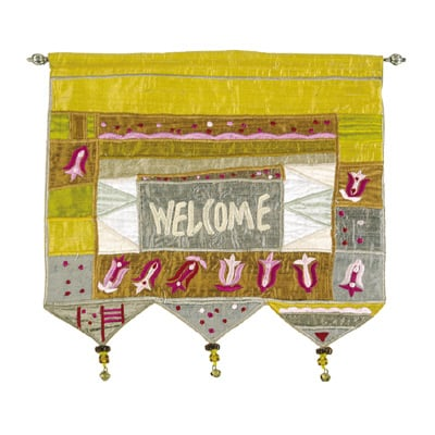 Welcome - Flowers - Gold Wall Hanging In English